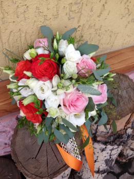 Букет из роз, эустом, розы кустовой, фрезии
