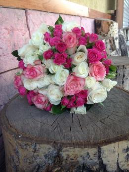 Букет из розы эквадор, роза кустовая, роза кения
