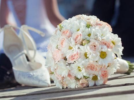 Букет из кустовых хризантем  5шт, розы кустовой 7шт