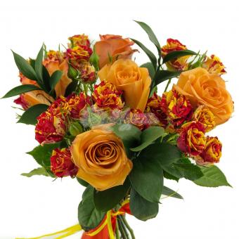 Букет из кустовых роз и крупных роз