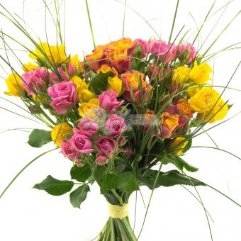 Букет из 7 Кустовых роз с зеленью