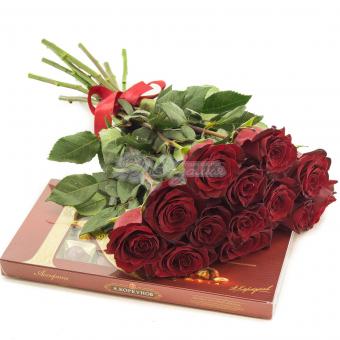 Букет роз с конфетами