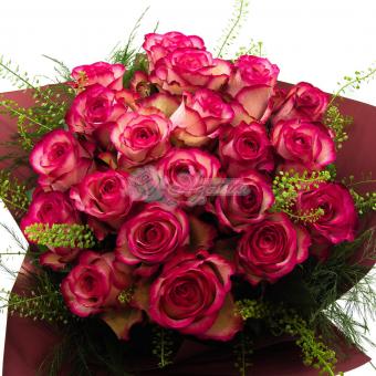 Букет из 21 розы с зеленью