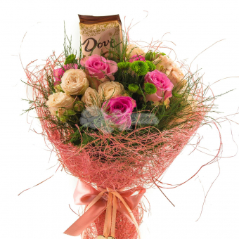 Букет из роз с шоколадкой