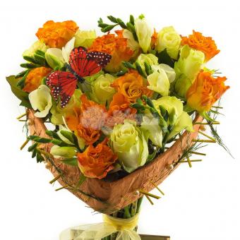 Букет с розами и  Фриезией