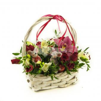 Корзинами с розами Кения и орхидеей